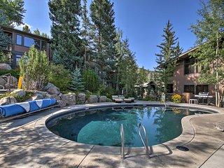 Ski-in/Out Oversized Aspen Studio w/Pool & Hot Tub