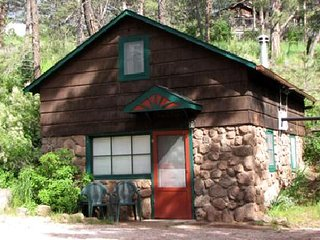 Pikes Peak Vacation Rental Cottage in the mountains near Manitou Springs