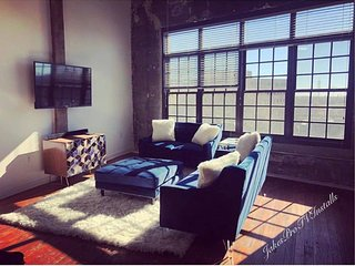 BEAUTIFUL LOFT DOWNTOWN 5MIN WALK FROM MERCEDES BENZ STADIUM