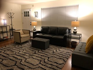 3 Queen Beds Sleep 6 NEW OAKLAND - Apartment Modern & Stylish near AIRPORT