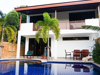 Stunning Villa by the Beach with Private Pool & Rooftop Jacuzzi