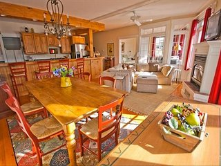 Year Round Luxury Waterfront Condo, Heart of Boothbay Harbor
