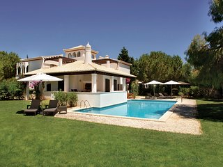 4 bedroom Villa with Pool and Air Con - 5049135