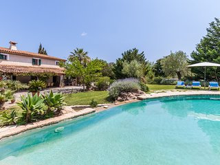 Charming Mediterranean family villa with large garden and private pool. Sleeps 1