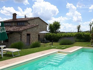 Private villa with pool & Wi-Fi only 3 km to the medieval town of San Gimignano