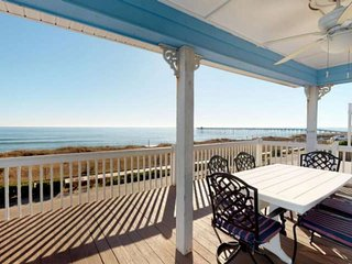Pet Friendly, Beachfront Home! 2 min Walk to Beach, 3 King Beds, 2 Large Decks &