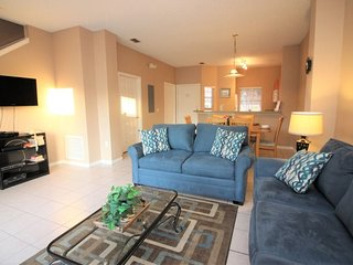 Newly renovated! Affordable Lake Berkley Vacation Townhome Close to Disney World