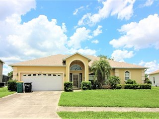 Huge Home in Quiet Crescent Lakes Location