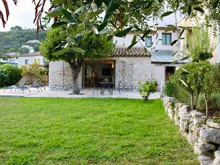 Villa Saint Etienne - lovely family house with jacuzzi and views