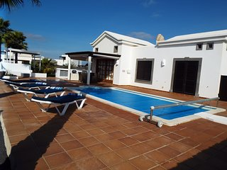 Luxury villaPlaya Blanca,Private Heated Pool,Free Wifi with english tv channels.