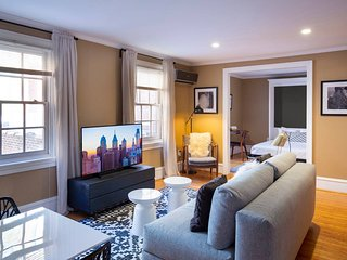 Cozy Flat in Rittenhouse w/  Private Roof Deck!