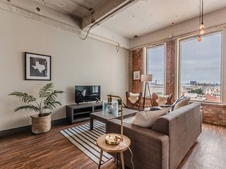 Spacious 2BR Stunner Apartment Close to Downtown