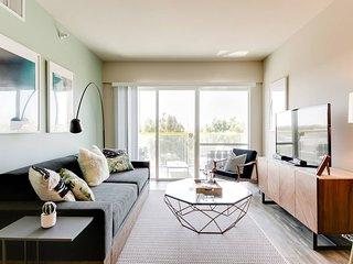 Bright Designer Apartment with Sunset Views