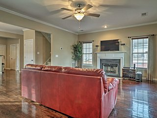 Large Family Home w/Decks- 2 Mi to DT Atlanta