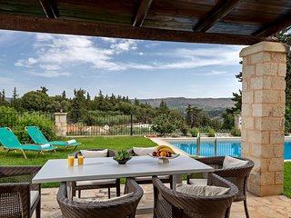 Villa Karina - newly built traditional villa with private pool