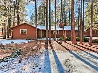 NEW-Pinetop Lakes Country Club Cabin Close to Town