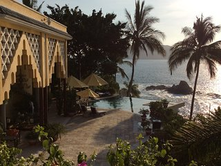 Villa Hamsayeg Luxury La Punta Manzanillo for families groups or romantic hidewa