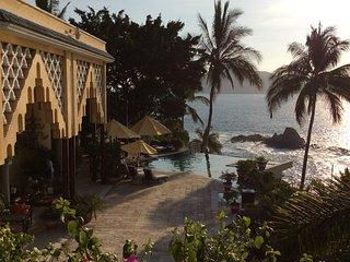 Villa Hamsayeg Luxury La Punta Manzanillo for families groups or romantic hidewa
