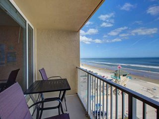 Budget Friendly Getaway for 4! Direct Ocean Front View from 5th Floor, Community