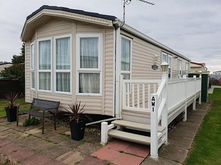 COASTFIELDS HOLIDAY VILLAGE No7  - 8 BERTH LUXURY CARAVAN WITH VERANDA