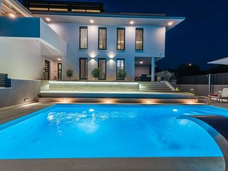 Spacious villa close to the center of Zadar with Parking, Internet, Washing mach