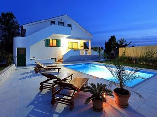 Spacious villa very close to the centre of Zadar with Parking, Internet, Washing
