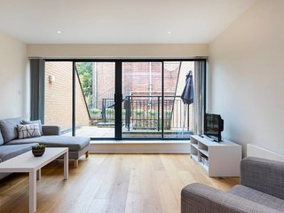 House w/3 bed 3.5 bath 2min to Clapham Common tube