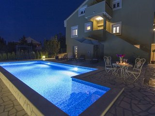 Spacious villa in Zadar with Parking, Internet, Air conditioning, Pool