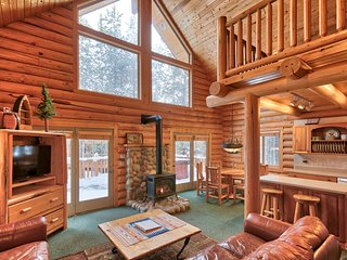 40% off Spring Special! Adventure Lodge Game Room, Hot Tub, sleeps 16