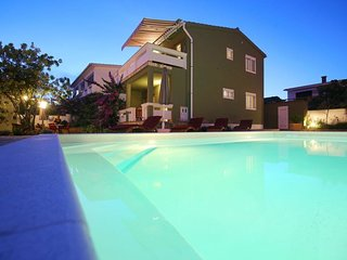 Spacious villa close to the center of Vir with Parking, Internet, Washing machin