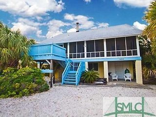 Century Old home  1 block from ocean at South Beach  Sleeps 12 in beds