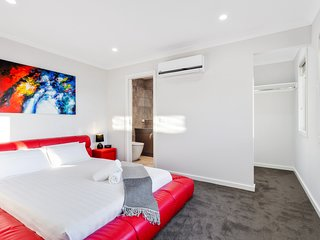 BIGGS VILLA 2 - MELBOURNE Central Location, 4Bdrms