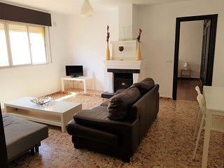 Large 2 Bed Apt (Sleeps 6) - 100m from Beach - Centre of La Cala de Mijas