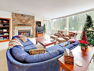 Riverfront Condo w/ 2 Balconies & Hot Tub -- Close to Shuttle Stop, Slopes