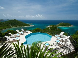 Island Rider: Luxury Villa with Amazing Views! Pool and Hot Tub!