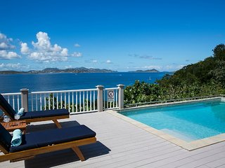 Coqui: Lovely Cliffside Villa! 180 degree Panoramic View!