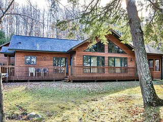 Lovely Kentuck Lake home nestled among the pines.