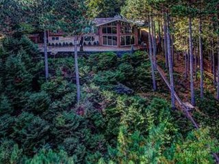 Beautiful executive home on the shores of South Twin Lake