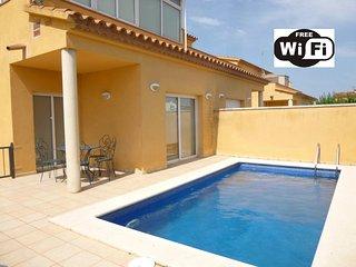 0144-PUIGMAL Casa con piscina privada