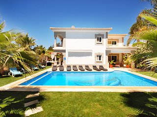 6 bedroom Villa with Pool, Air Con and WiFi - 5721074