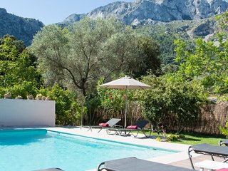 Villa Sementer del Molinet. Panoramic mountain views to The Serra de Tramuntana.
