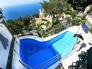 Positano Villa Sleeps 8 with Pool Air Con and WiFi - 5737748
