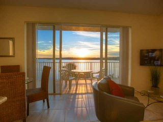Magnificent View Over the Bay.  Just Minutes from the Beaches and Close to Shopp