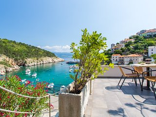 Charming Seafront Apartment With Panoramic Seaview in Vrbnik