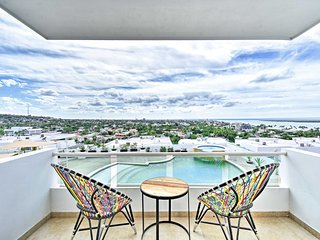 La Paz Condo w/City, Bay & Pool Views from Balcony