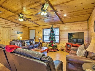 NEW! Broken Bow Cabin w/Hot Tub & Covered Deck!