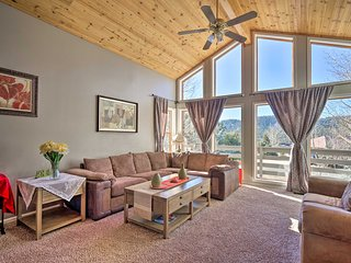 NEW! Spacious Mtn. Home Mins to Pikes Peak/CHARIS!