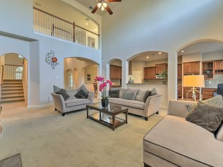 NEW! Lovely Houston Area Home w/Yard - 8 Mi to IAH