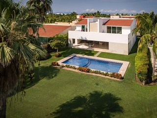 Luxury 5 Bed, 6500 sq ft house in private gated golf/beach community , golf view
