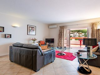 Vale do Lobo Apartment Sleeps 4 with Pool and Air Con - 5718940